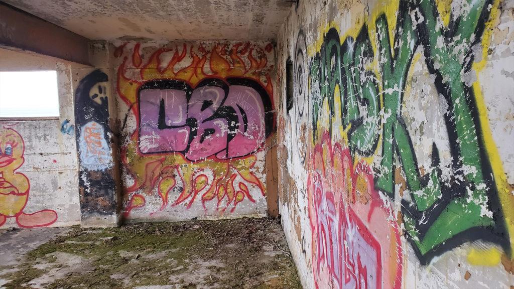grafiti on the walls