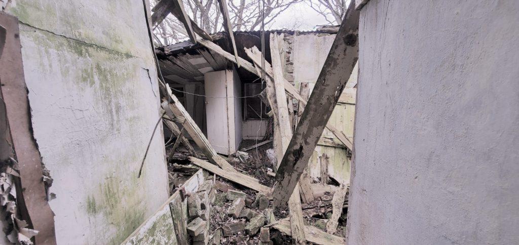 abandoned old farmhouse hall